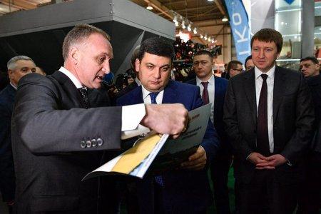 Прем'єр-міністр на стенді Заводу Кобзаренка